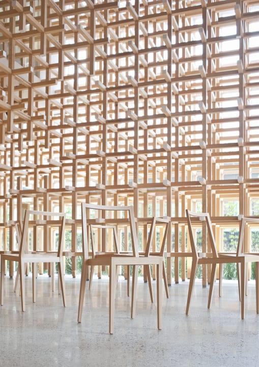 隈研吾の展覧会「環境に溶け込む家具」 Time & Style アムステルダム店にて開催