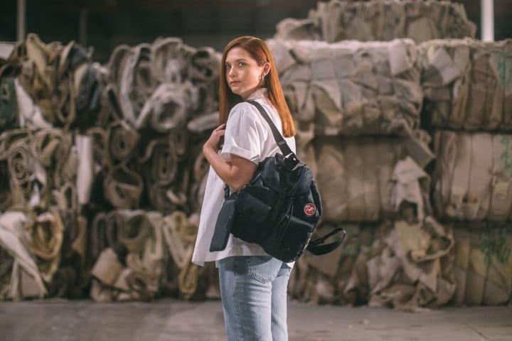 プラダの新しいプロジェクト「Re-Nylon」がスタート ユニークな再生ナイロン「ECONYL®」をバッグに採用