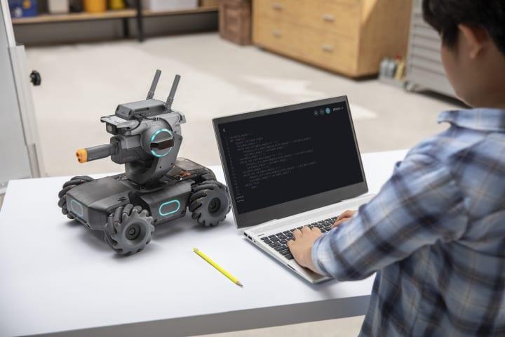 DJIからプログラミング教育用ロボット「RoboMaster S1」が登場 スピードレースやスリリングな対戦を楽しみ…