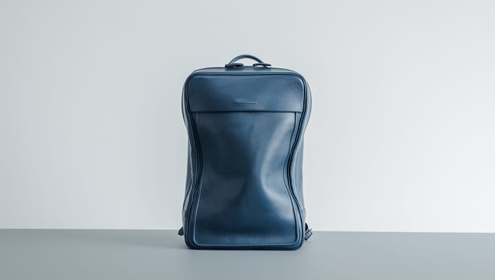 objcts.ioの防水レザーバックパック 「Moore Soft Backpack」に新色「Navy」が登場