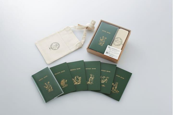 スリムなポケットサイズが愛されて60年 「測量野帳60周年限定ボックス」と周辺アイテムを発売