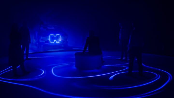 アーティスト ダーン・ローズガールデの新作 光の空間を共有する没入型インスタレーション「SYNC」
