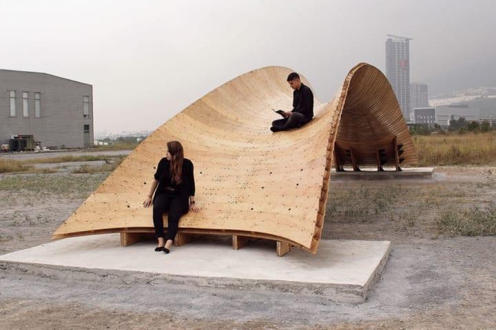 メキシコのデザイン大学がベニヤ板を使った 自立する軽量木造橋「Bending Bridges」を発表