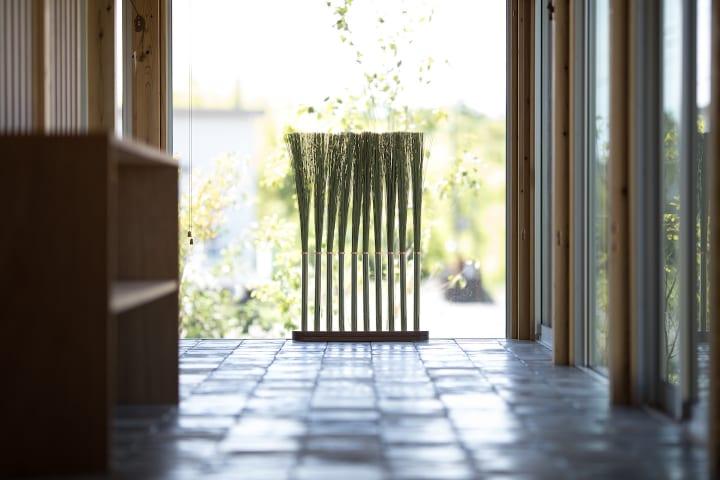 色や素材の力に着目するデザイナー、秋山かおり。オフィス家具メーカー、海外経験、独立までの歩み