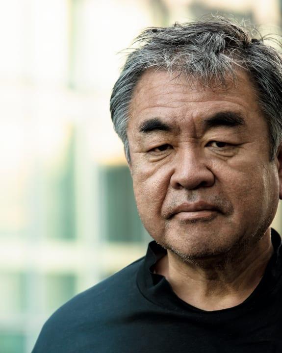 隈 研吾の語る、世界に映る「日本のデザインの今」。大事なのは、肩の力を抜いた「はずし」や「抜け」