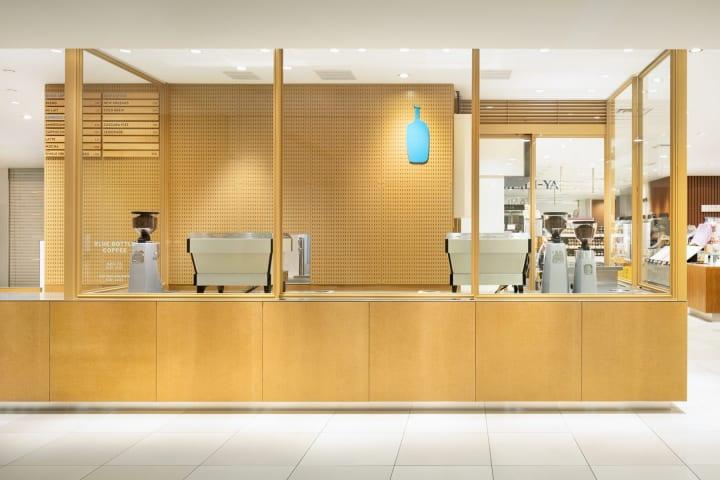 スキーマ建築計画がプロダクトのような感覚でデザイン 「ブルーボトルコーヒー 大丸東京スタンドカフェ」