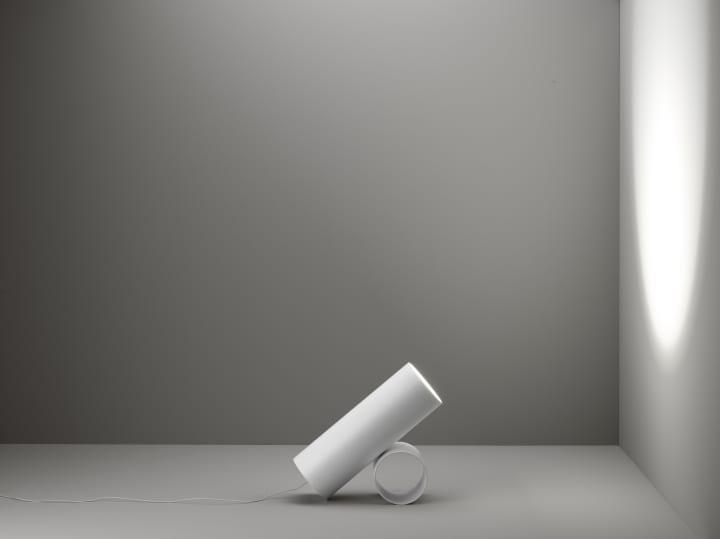 イタリアの照明ブランド FLOSから新作が登場 佐藤オオキ率いるNendoがデザインした「GAKU」「SAWARU」
