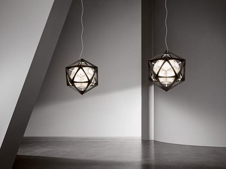オラファー・エリアソンがデザインした結晶体のように美しい光 ルイスポールセンからOE クワジライトが発売