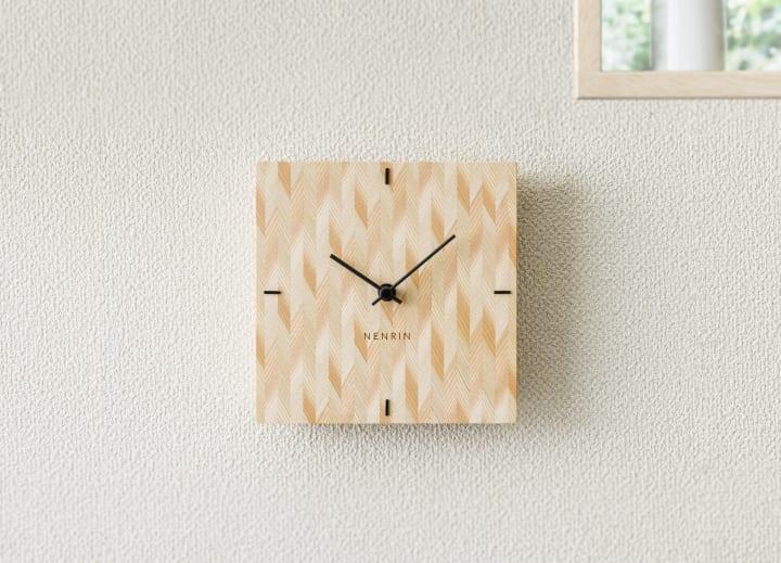 国産杉で「吉祥文様」をあしらった時計 「NENRIN」がミマツ工芸から登場