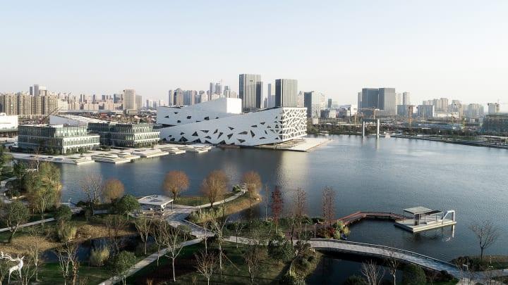 Henning Larsenが杭州市で手がけた文化施設 「Hangzhou Yuhang Opera」がオープン