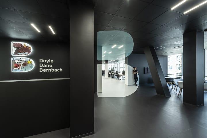 デザインスタジオ B² Architectureが手がけた「DDB Plague Office」 インテリアのコンセプトとしてアナモ…