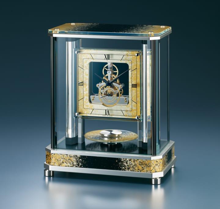 デコール・セイコーから高級置時計が登場 「静謐を湛える宇宙」を金沢古来の金箔技法で表現