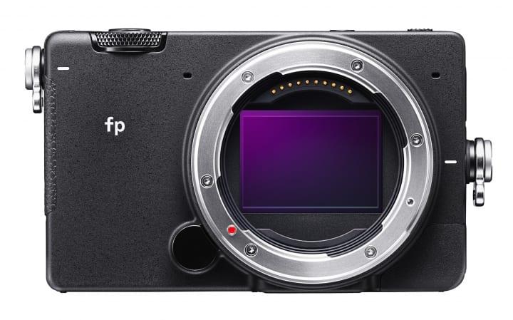 世界最小・最軽量のフルサイズ・ミラーレス一眼カメラ「SIGMA fp」が登場 辻川幸一郎 × Corneliusのスペシ…