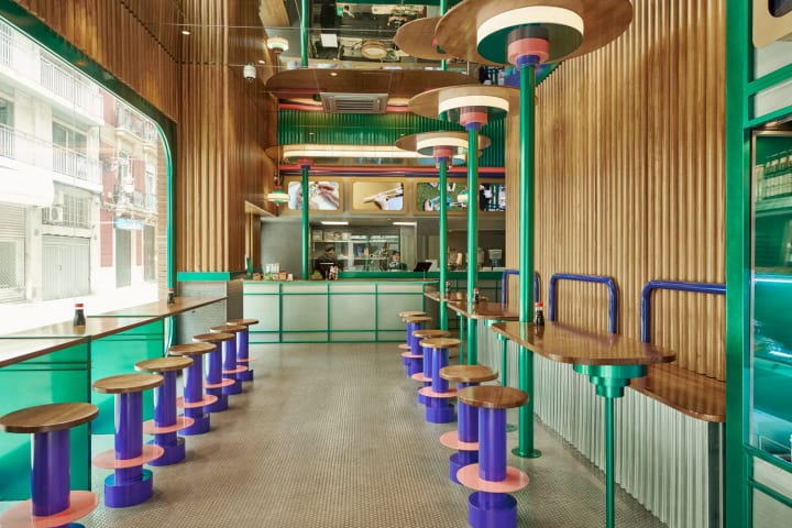 スペイン・バレンシアの日本食チェーン店 Masquespacioによる内装は和風の空間をイメージ