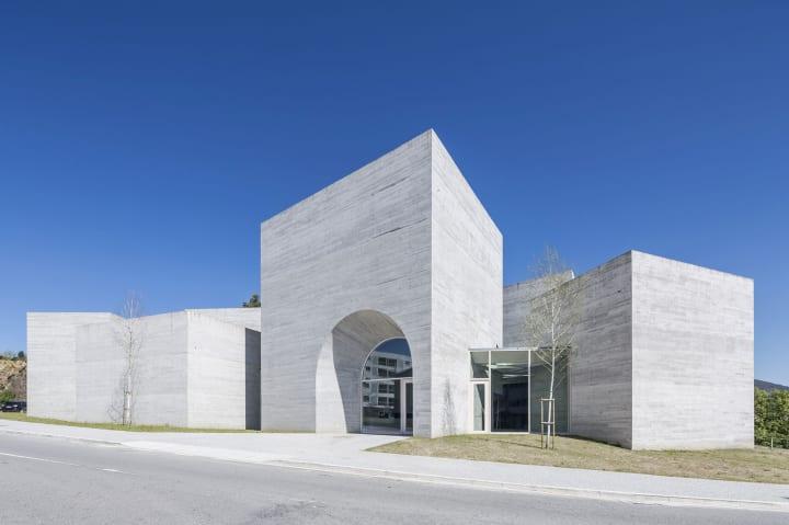 spaceworkersによる「Interpretation Centre of Romanesque」 ポルトガルのロマネスク建築を再解釈した建築