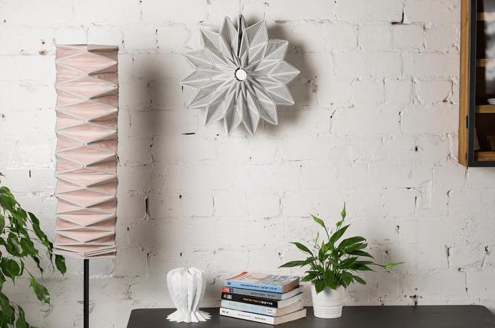 3Dプリントでテキスタイルにフィラメントを施した 若手デザイナーによる照明シリーズ「Conductive Origami」