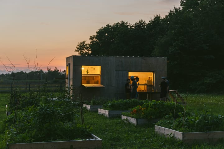 北海道大樹町のMEMU EARTH HOTEL 隈研吾デザインのトレーラーバー「FARM Bar NEMU」をオープン