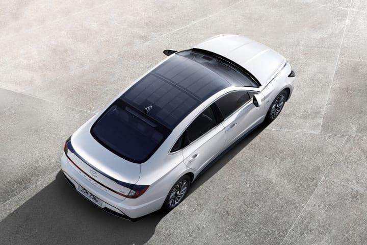 ヒュンダイがソーラールーフ充電システムを採用 燃費・走行距離を向上させた自動車を発売