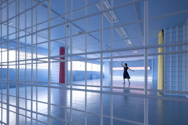 オーガニックデザインが手がけた東京・芝浦の「ReBar」 「鉄筋」の壁が躍動感とモチベーションを増幅