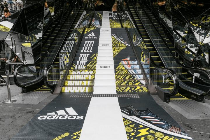 アディダスのミッドソールテクノロジー「BOOST」 が体感できる 「止まれない階段」が神宮前交差点の大階段…