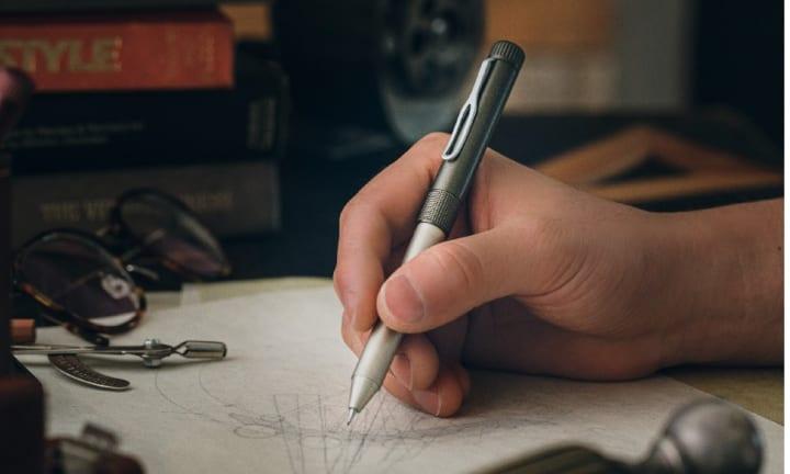 「SAKURA craft_lab」から多機能ペン「004」が登場 大人に「かく」喜びを届ける筆記具