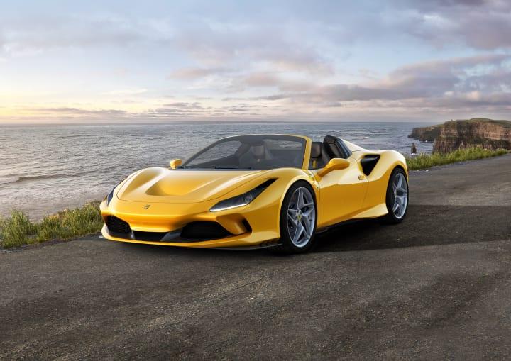 V8エンジンを搭載した「Ferrari F8 Spider」が登場 走行中でも開閉可能なリトラクタブル・ハードトップを…