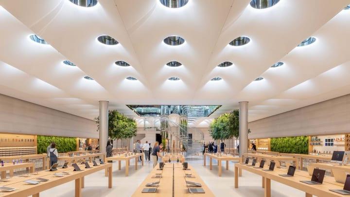 ニューヨークの「Apple Fifth Avenue」がリニューアルオープン Foster + Partnersがキューブを丹念に再構築
