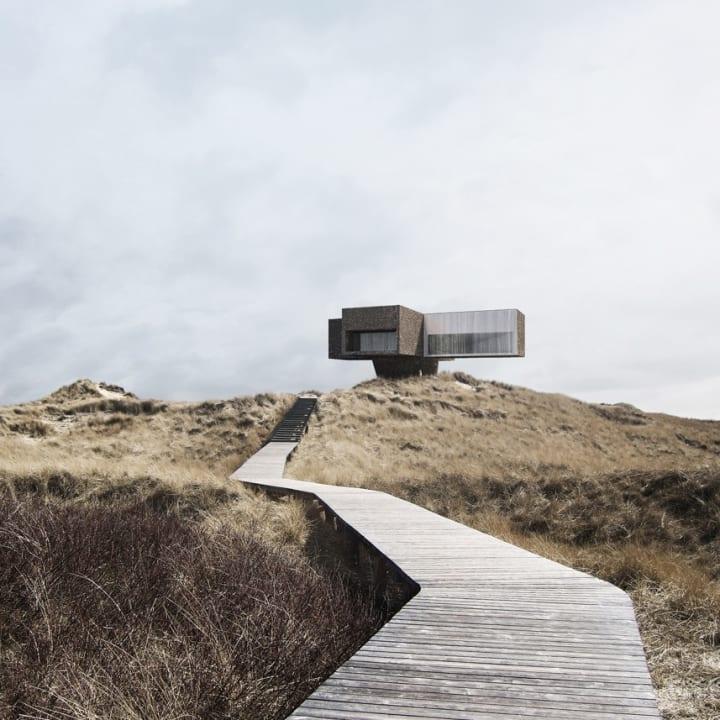 Viktor Sørlessによる十字型の建築「DUNE HOUSE」 デンマークの海岸線に建つモダンな住宅