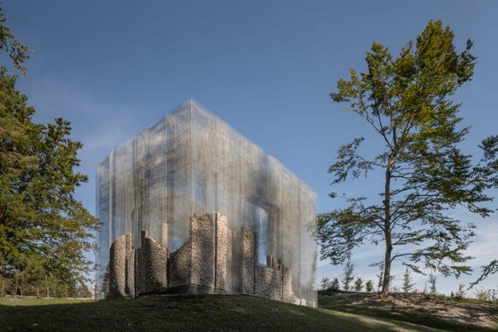建築と自然のあいだの相互浸透を目指す Edoardo Tresoldiのアート作品「Symbiosis」
