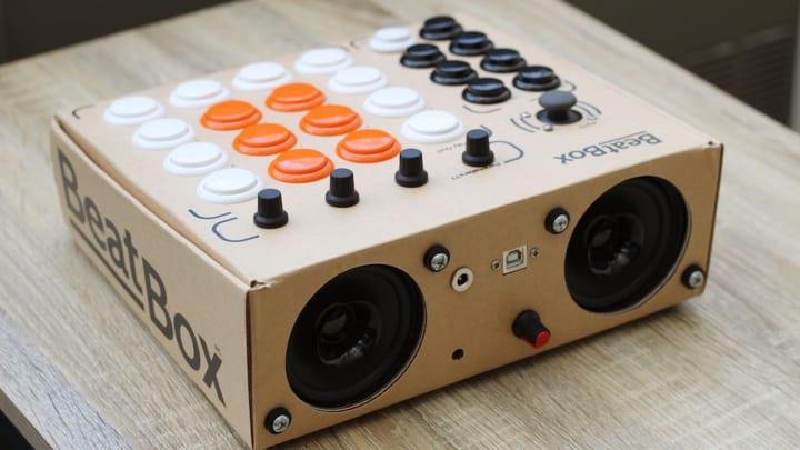 初心者からプロまでDIYで簡単に音楽が楽しめる MIDIコントローラーキット「BeatBox」が登場