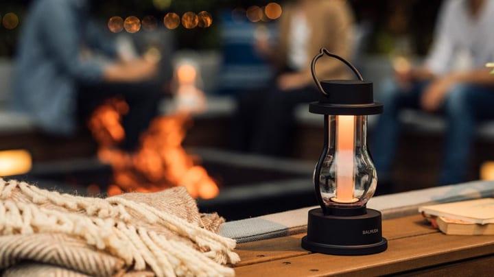 アウトドアにも読書灯にも使える LEDランタン「BALMUDA The Lantern」が登場