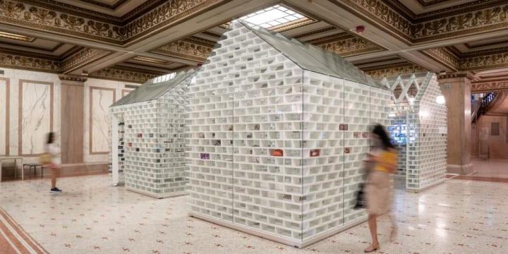 MASS Design Groupによる銃の暴力を訴える展示 「The Gun Violence Memorial Project」がシカゴ建築ビエン…