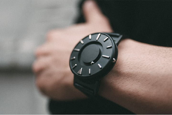 Eoneが手がける腕時計「Bradley」から デザインマガジン「dezeen」とのコラボウォッチが登場