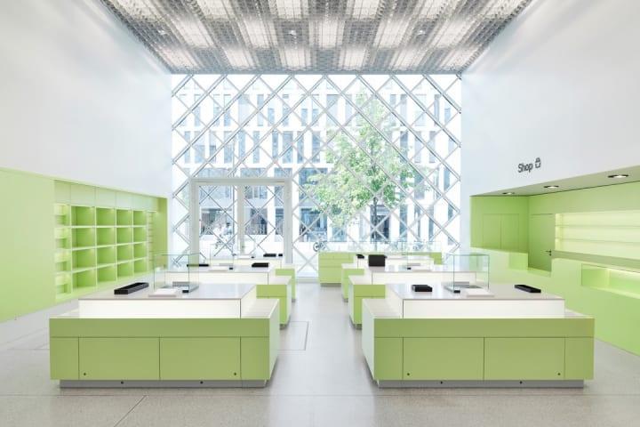 ベルリンのデザインオフィス「COORDINATION」が手がけた 新しい博物館「FUTURIUM Berlin」のギフトショップ