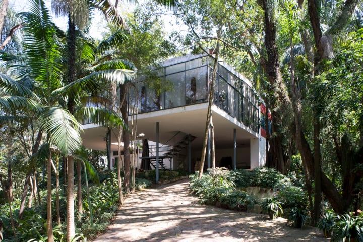 「ガラスの家」での記念展と初期作品のミニチュア発表 活動35年を迎えたカンパナ兄弟の現在