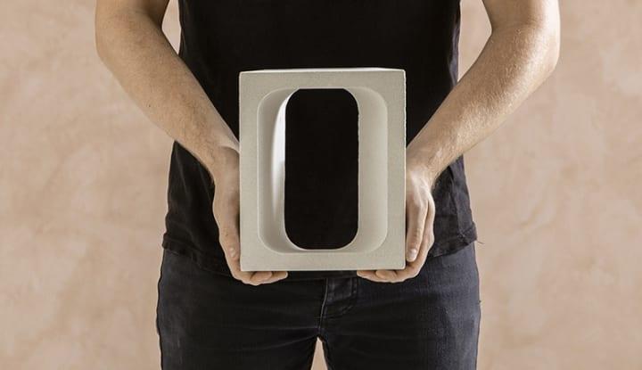 コンクリートブロックの形状を変えてインテリアに プロダクトデザイナー Tom Feredayが考案した「OMNI」