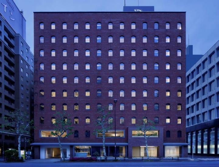 二俣公一率いるCASE-REALが空間全体のデザインを手がけた 東京・日本橋馬喰町の「DDD HOTEL」がグランドオ…