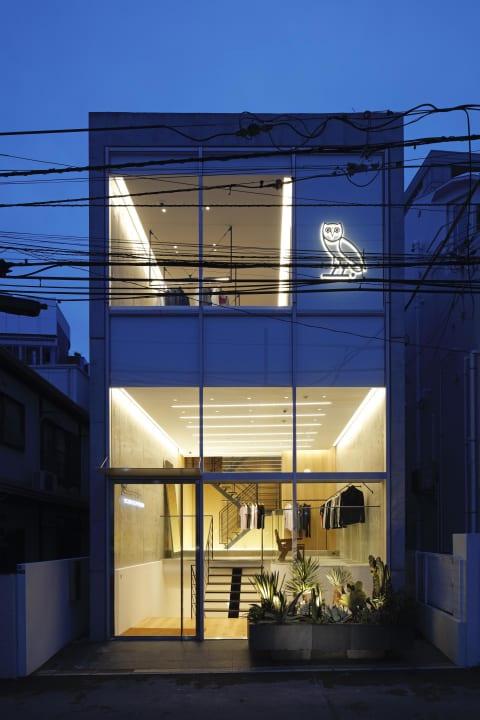 ドレイクが手がけるライフスタイルブランド「OVO」 北青山に旗艦店をオープン、内装は片山正通がデザイン