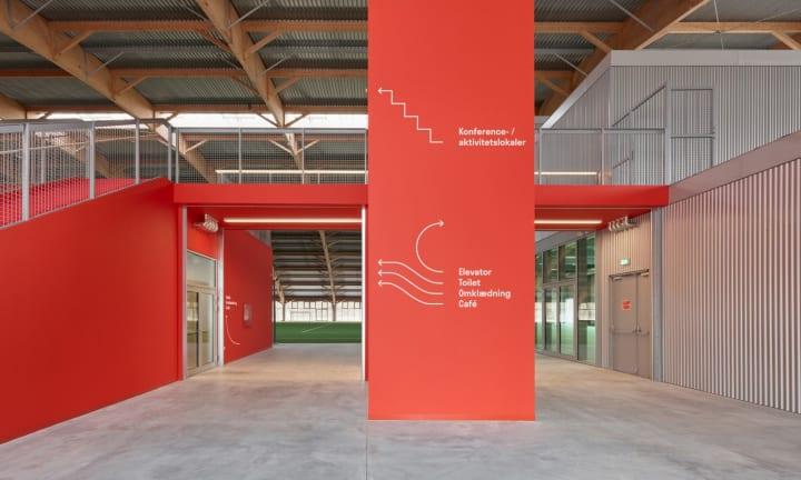 デンマーク最大の多目的スポーツセンター「Hafnia-Hallen」 デザインオフィス Re-publicによる遊び心あるV…