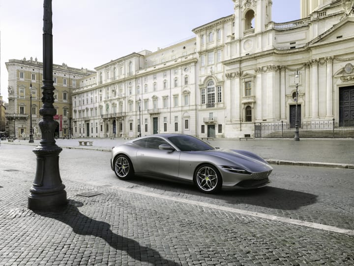 フェラーリが新型クーペ「ローマ」を公開 コンセプトは新しい「甘い生活」