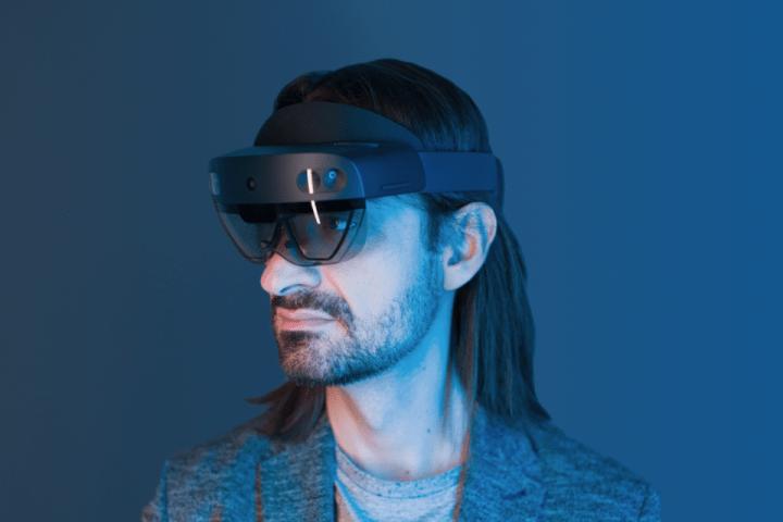 マイクロソフトが「HoloLens 2」の提供を開始 日本などで法人向けで 価格は1台約38万円