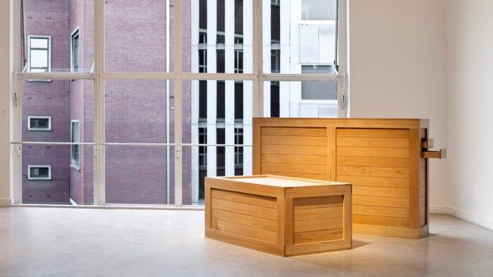 ベルギーの家具デザイナー「Casimir」が手がけた 木箱にも家具にもなるチェスト「Chest1」と「Chest2」