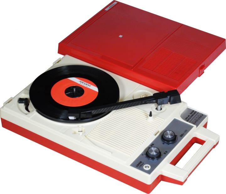 昭和の時代に一世を風靡した小型レコードプレーヤー 「フリースタイル ポータブル プレーヤーGP-N3R」が…