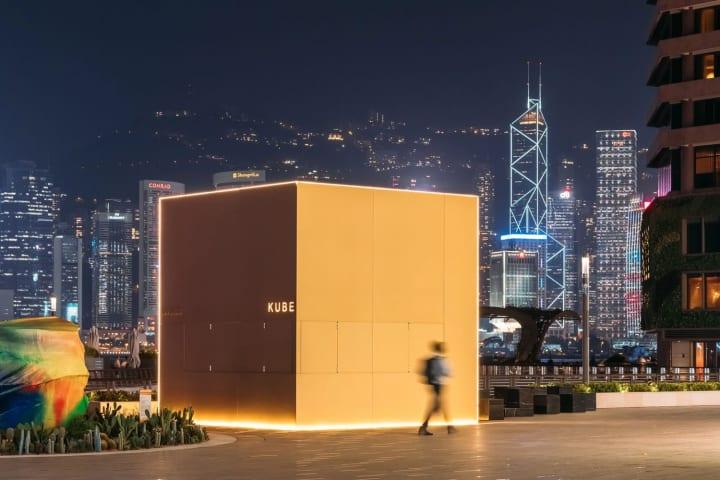 香港のウォーターフロントに登場した「KUBE」 OMAが手がけた出会いの場となるインスタレーション