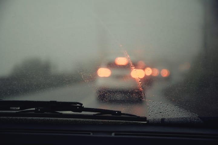 ウェザーニューズとトヨタ自動車が実証実験を開始 ワイパーの稼働状況と気象データから道路状況を把握
