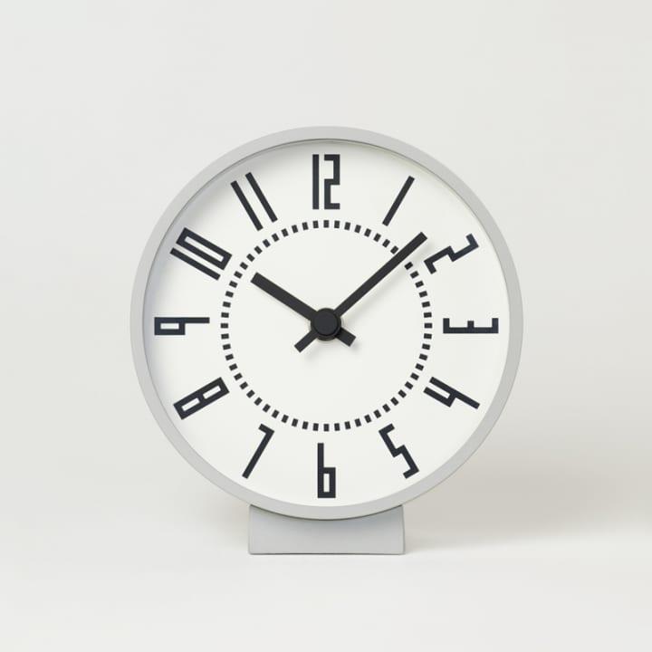 五十嵐威暢がデザインした札幌駅を象徴する時計 置き時計と腕時計で製品化が実現
