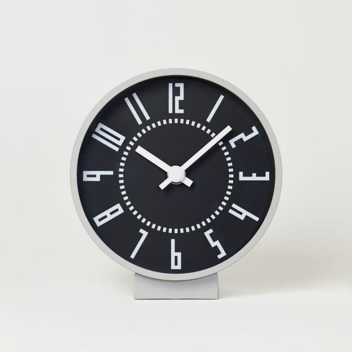 五十嵐威暢がデザインした札幌駅を象徴する時計置き時計と腕時計で製品化が実現