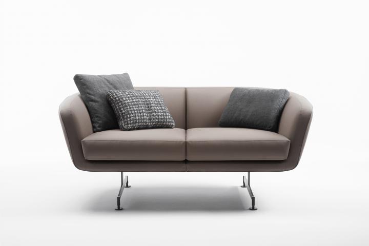 Kartellがソファ、ラウンジチェア、テーブル、照明器具 新製品4点を発売開始
