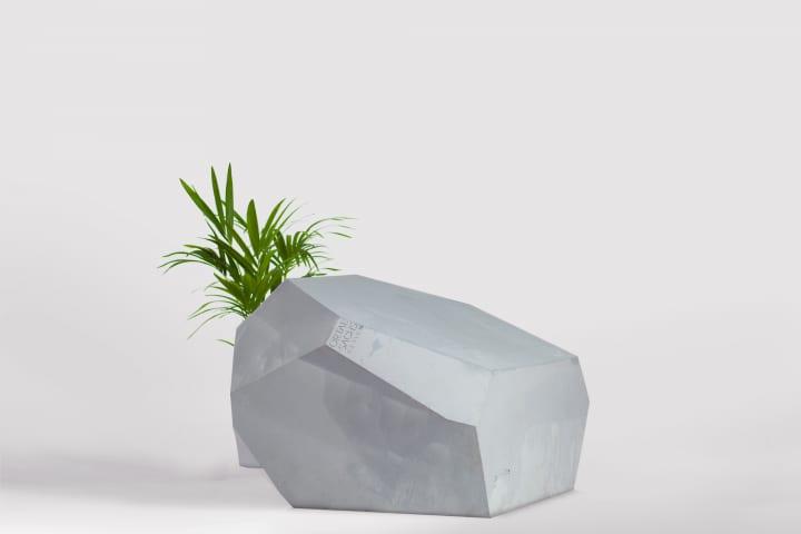 イスラエルのデザイナー Ortal Sachsによる「Marbella」 大理石/石を模したソフトでフレキシブルなチェア