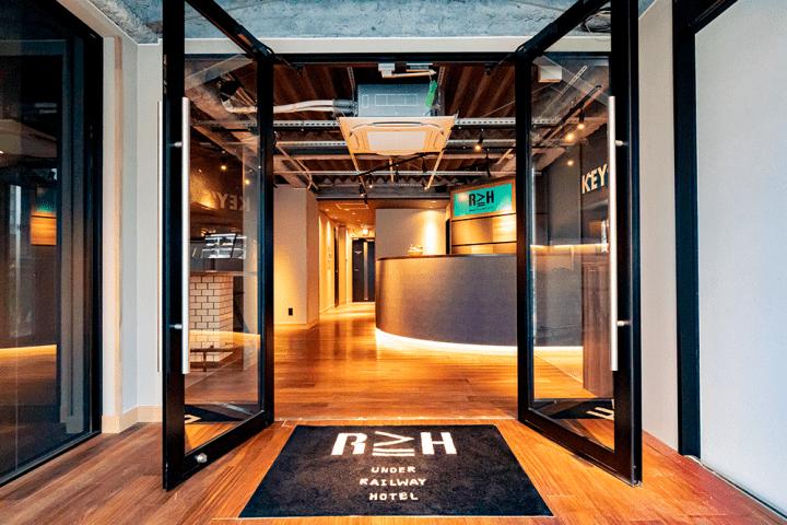 全29室とカフェ&バーを揃える秋葉原高架下のホテル 「UNDER RAILWAY HOTEL AKIHABARA」がオープン